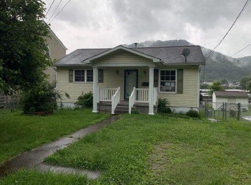 1819 W Dupont Ave, Belle, WV 25015